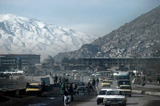 1.vista general con nieve en las montañas en Kabul